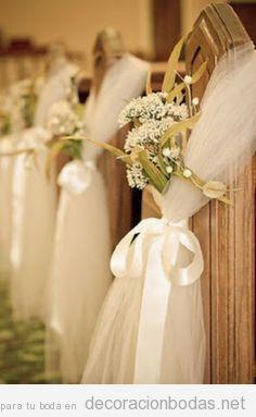 Ideas decorar bancos boda tul y flores blancas