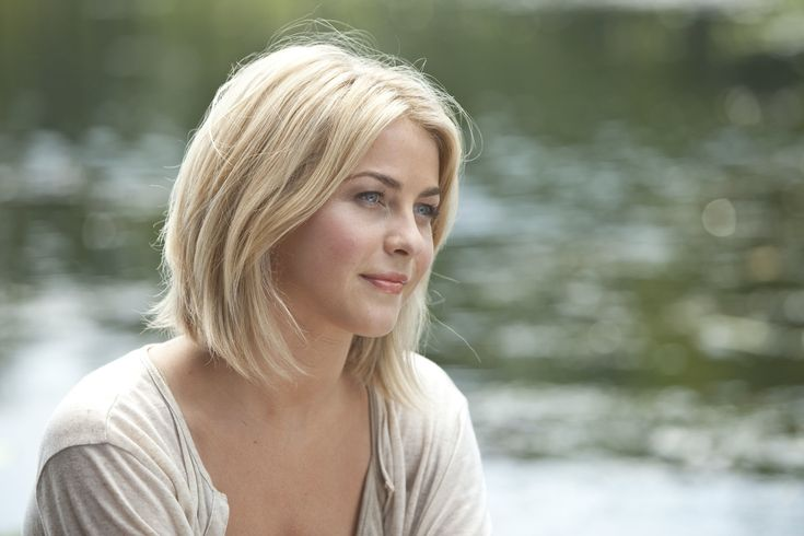 Julianne Hough Safe Haven Hair | This picture shows the beautiful natural look she rocked throughout ...