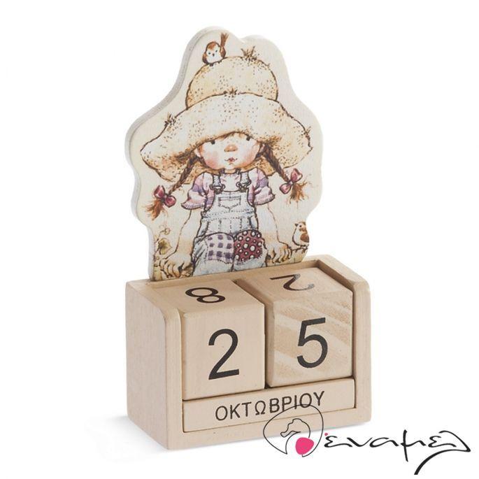 Μπομπονιέρες βάπτισης ημερολόγιο Sarah Kay. Ξύλινο επιτραπέζιο ημερολόγιο με την SarahKay  Διαστάσεις : 12,5Χ6,7Χ3,2 εκ    Η τιμή αφορά δεμένη έτοιμη μπομπονιέρα (τούλι / γάζα και κορδέλες σε χρώμα της επιλογής σας, κουφέτα τυλιγμένα σε ζελατίνα ζαχαροπλαστικής - σημειώστε στα σχόλια της π