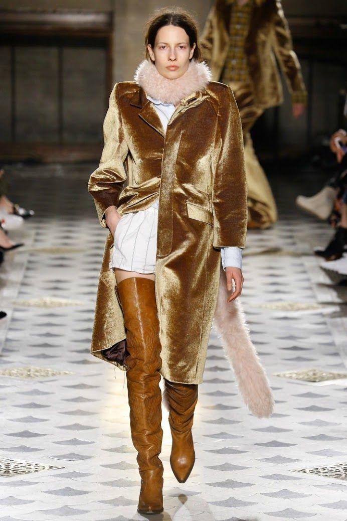 Trend Alarmı: Kadifenin Önlenemez Yükselişi  Son zamanlarda kadifeyi hiç olmadığı kadar çok görüyoruz. Sokak stili ikonlarının moda haftası kombinasyonları, aktrislerin gala geceleri elbiseleri ve kırmızı halı kostümleri >>>> http://vogue.com.tr/trend/trend-alarmi-kadifenin-onlenemez-yukselisi#p=1