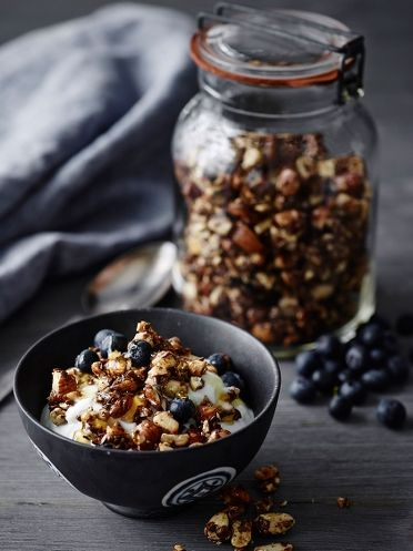 Lækker knasende granola. Nemt og lige til med Actifry. Se opskriften her på inspiration.dk #inspirationdk #granola #julemad #opskrift #Actifry #tefal