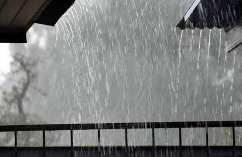 Winnetnews.com - Prakiraan cuaca Stasiun Meteorologi Ahmad Yani merilis laporan cuaca buruk di Jawa Tengah, Sabtu (1/4/2017) siang.Berpotensi terjadi hujan dengan intensitas sedang hingga lebat di wilayah Karanganyar, Surakarta, Sukoharjo dan sekitarnya. Hujan akan diiringi petir dan sesekali angin