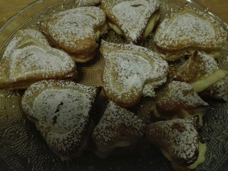 Cuoricini di sfoglia con crema pasticcera