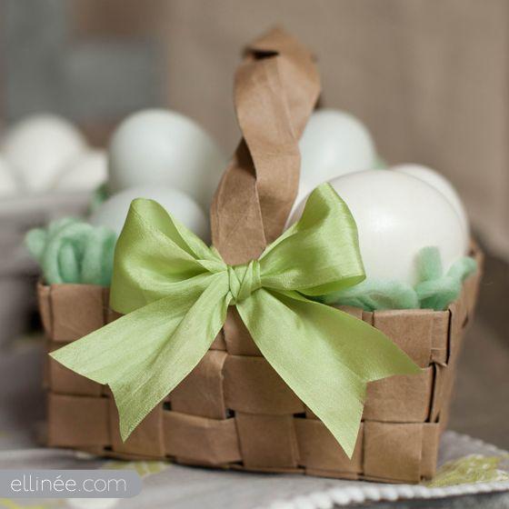 Me parece una idea chulísima de decoración y reciclaje  esta cestita de huevos publicada en Ellinee. Le dará un toque artesanal y muy especi...