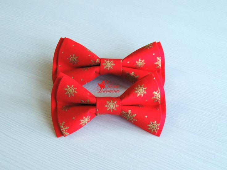 Купить Бабочка галстук для папы/мамы и ребенка с золотыми снежинками, хлопок - ярко-красный, орнамент, Снег