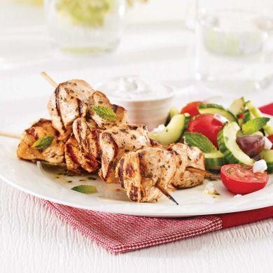 Souvlakis de poulet et tzatziki - Recettes - Cuisine et nutrition - Pratico Pratiques
