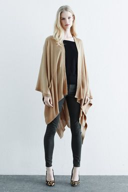KNITTED POCKET CAPE