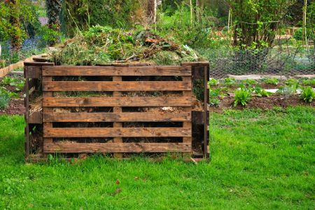 Building a Compost Bin with Old Wood Pallets
