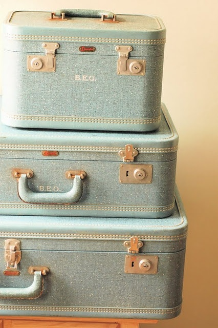 17 best ideas about old luggage on pinterest vintage suitcases repurposed furniture and. Black Bedroom Furniture Sets. Home Design Ideas