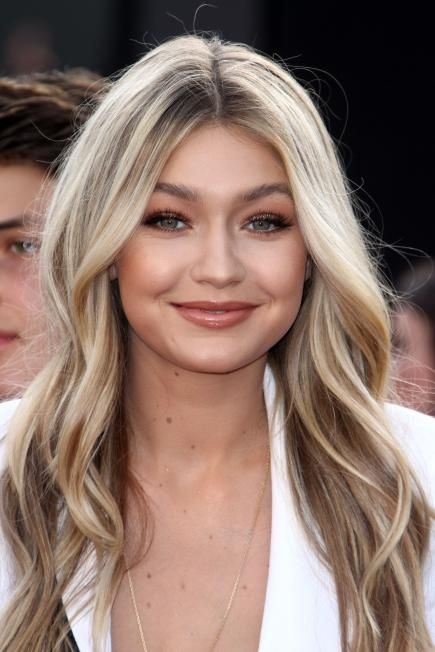 This allover-bronzed look on Gigi Hadid brings out her best features, like her pretty blue eyes and soft blonde hair. #Celeb #Beauty
