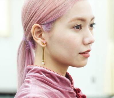 二階堂ふみピンク髪色ポニーテール画像