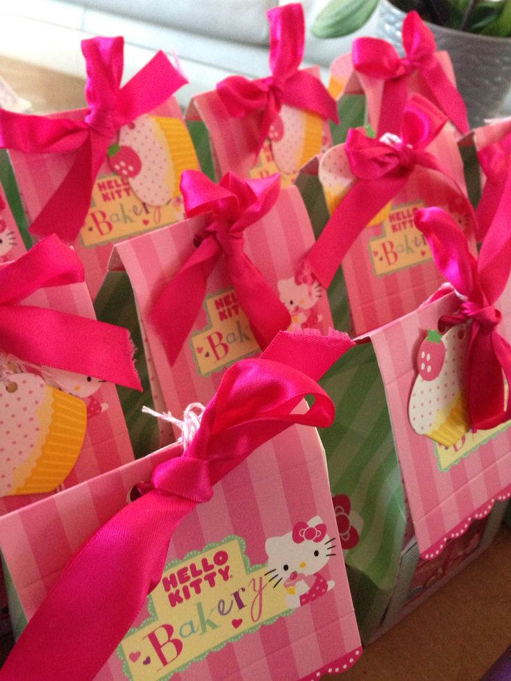 Hello kitty loot bags -cupcakes to go