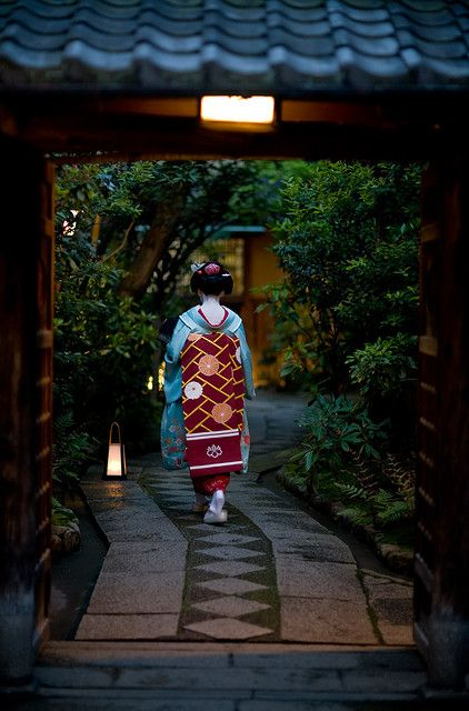 Maiko - Gion, in Kyoto.  Maiko and Geiko―female entertainers who perform traditional Japanese music and dances at exclusive parties.  Maiko is an apprentice, learning the Geiko's trade, between the ages of 15 and 20. #Japan