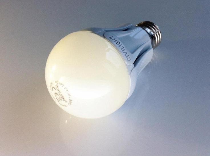 """E27 Globe 10W ~60W ww Dimmbar   RA90 810 lm (27C10WD)    Kaufen Sie in unserem Online-Shop:  http://www.ledmeile.at/E27-Gluehbirnenfassung-gross/E27-Globe-10W-%7E60W-warmweiss-dimmbar-RA90-810-lm-27C10WD::1614.html    Civilight präsentiert den """"großen Bruder"""" der beliebten dimmbaren 8 Watt – Lampe.    Mit 10 Watt Leistung und einer Lichtstärke von 810 Lumen ist dies der optimale Ersatz für jede 60 Watt Glühbirne und dabei voll dimmbar. Diese LED-Globe besticht durch ihre sehr hohe…"""