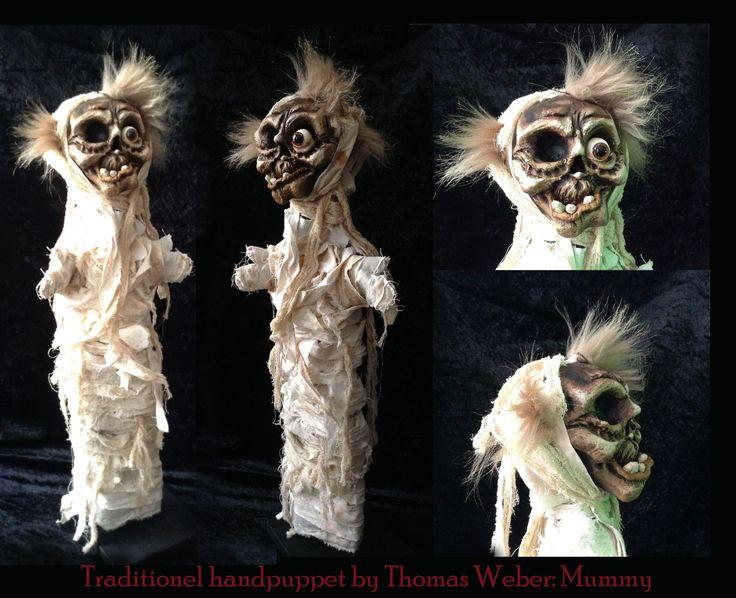 De mummie, een vrolijke traditionele handpop door Thomas Weber