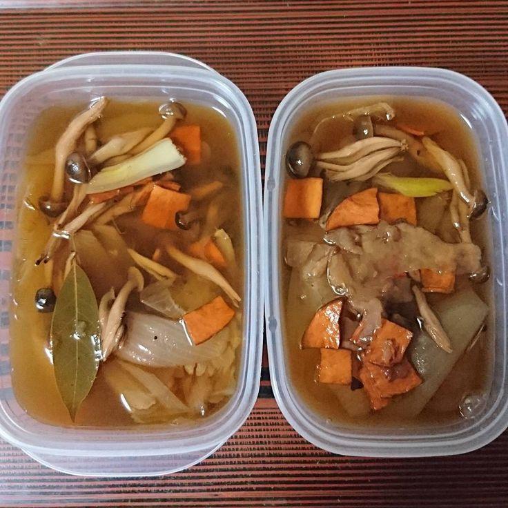 いいね!79件、コメント1件 ― Dg7さん(@daigold7)のInstagramアカウント: 「ベジブロスのスープ  具:玉葱、ハム、しめじ、じゃがいもの皮 調味料:酒、塩、醤油、ニンニク、ローリエ、黒胡椒  #作り置き #常備菜 #スープ #野菜スープ #野菜 #ベジブロス #健康食…」