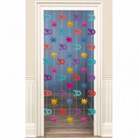 leuk voor een 30ste verjaardag. Deurgordijn 30 jaar. Gekleurd decoratie deurgordijn met hangende afbeeldingen van sterren en 30 jaar. De breedte is ongeveer 80 cm de lengte 200 cm. Te bevestigen met 2 oogjes aan een spijkertje.