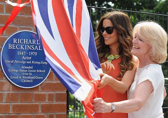 Kate Beckinsale, tears, richard beckinsale, porridge, plaque, memorial, school