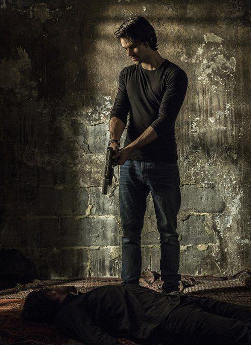 Dylan o brien on 🔥🔥🔥🔥  FIRST LOOK: @dylanobrien as Mitch Rapp in American Assassin #dylanobrien #teenwolf #stiles