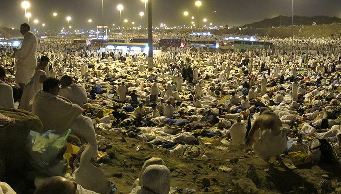 Muzdalifah It Is An Open Level Area Stretching From The Valley Of Muhassar To The Mountains Of Ma Zamayn Near Makkah Hajj Pilgrimage Pilgrimage Dolores Park