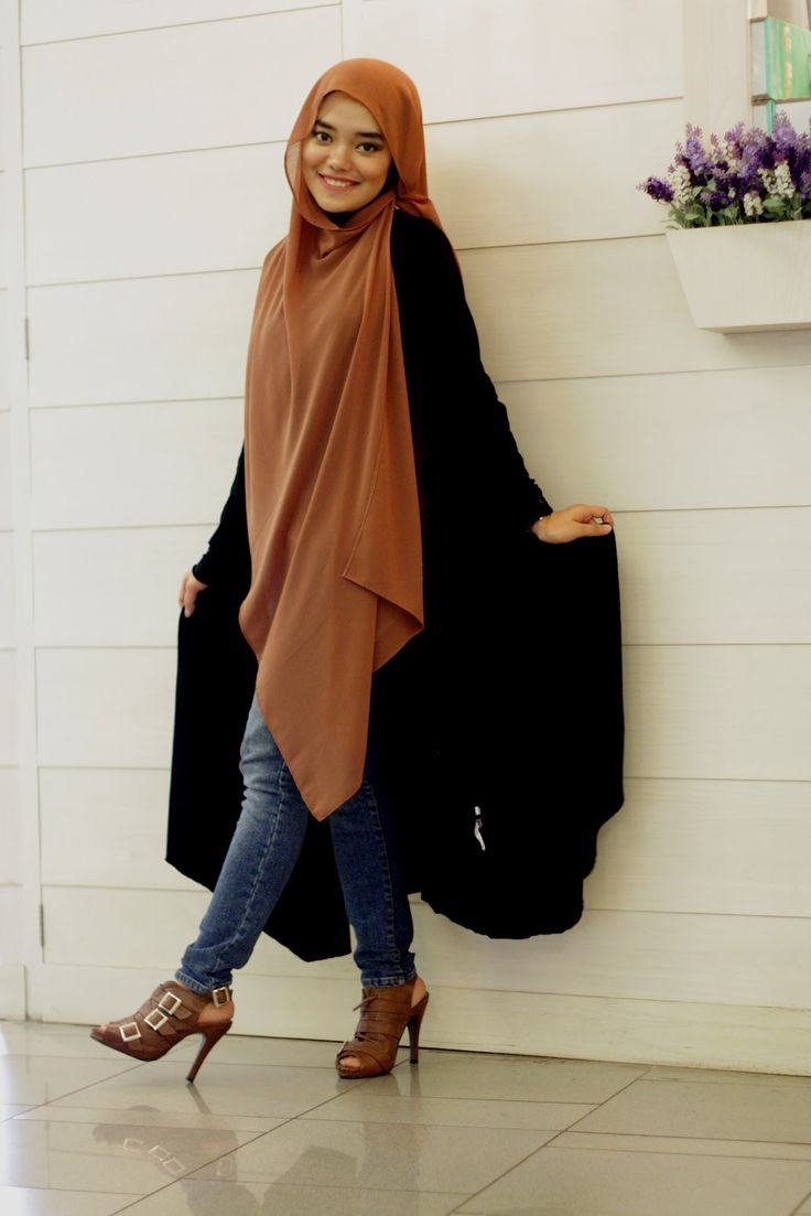 I think one could do a great deal with this very khimar-like method of wearing what appears to be a large rectangle hijab scarf. Would look excellent with a skirt or a closed abaya!