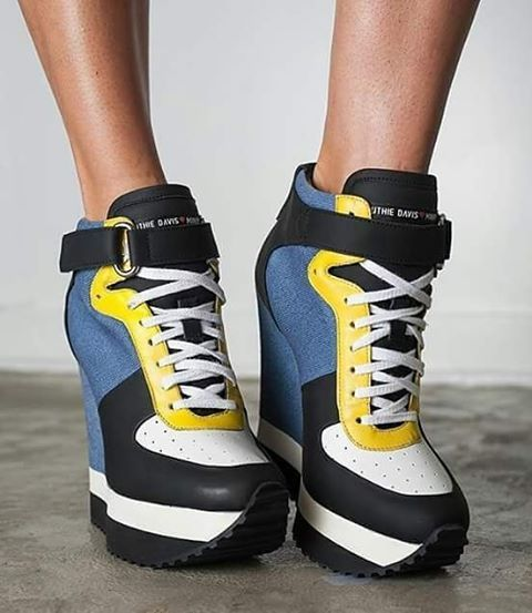 Mood !  #Repost @ruthie_davis with @repostapp ・・・ Coolest kicks ever! #RuthieDavisXMinions wedge joggers in #minions denim!!   #fashion #fashionista #fashionblogger #fashionblog #blogger #shoes #snickers #instasize #instacool #instaswag