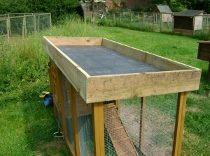 What You Will Need:        * An offcut of pond liner or damp proof liner      * Geotextile membrane or some old blankets      * Sufficient Yorkshire board to go around the perimeter of the roof      * Screws      * A sack of 10mm gravel      * Peat free compost mixed with sharp sand      * Drill      * Saw      * Screwdriver