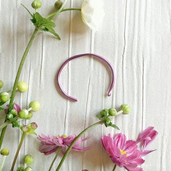 Check out this item in my Etsy shop https://www.etsy.com/uk/listing/535798048/crochet-hook-bracelet-crochet-gift-pink