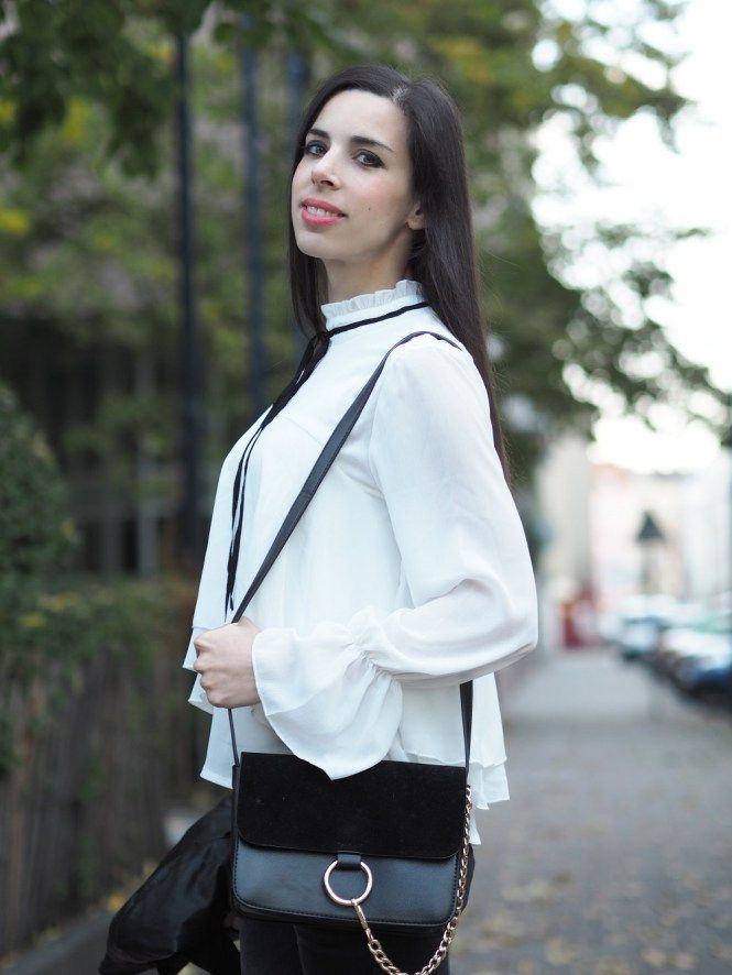 PINK PEPPER PARADISE BLOG - Portait in white ruffled collar blouse and Fraye style chain bag - street style photography