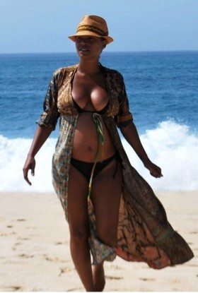 nia-long-nude-booty-pictures-lady-body-builder