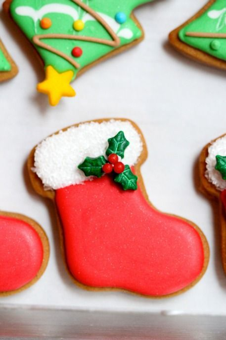 Christmas cookies by Sweetopia. A great site for cookie cutter cookies and tips. Inspirational for frosting ideas, too.