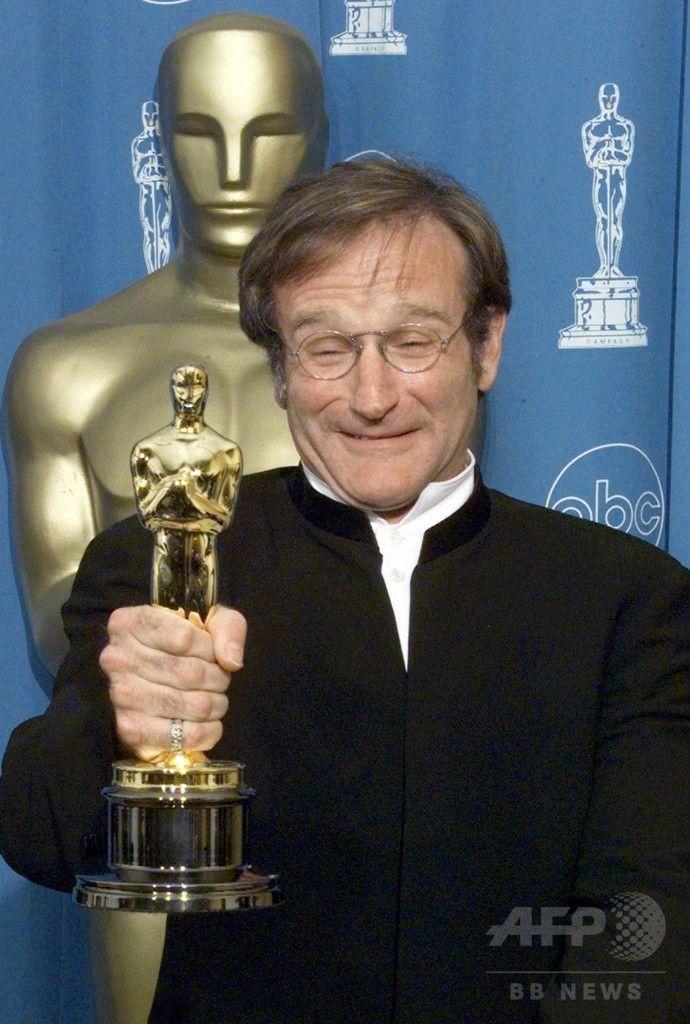 米ロサンゼルス(Los Angeles)で開催された第70回アカデミー賞(Academy Awards)で、『グッド・ウィル・ハンティング/旅立ち(Good Will Hunting)』で助演男優賞を授賞した米俳優ロビン・ウィリアムズ(Robin Williams)さん(1998年3月23日撮影)。(c)AFP/Hector MATA ▼12Aug2014AFP|急死の米俳優R・ウィリアムズさん名言集、格言や名ぜりふ http://www.afpbb.com/articles/-/3022899 #Robin_Williams