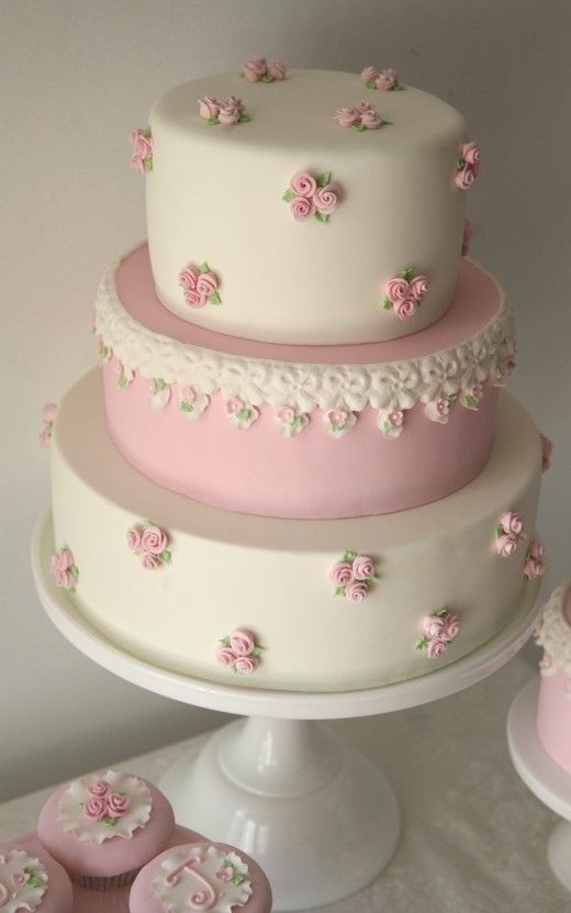 Cupcake: Roses and Lace
