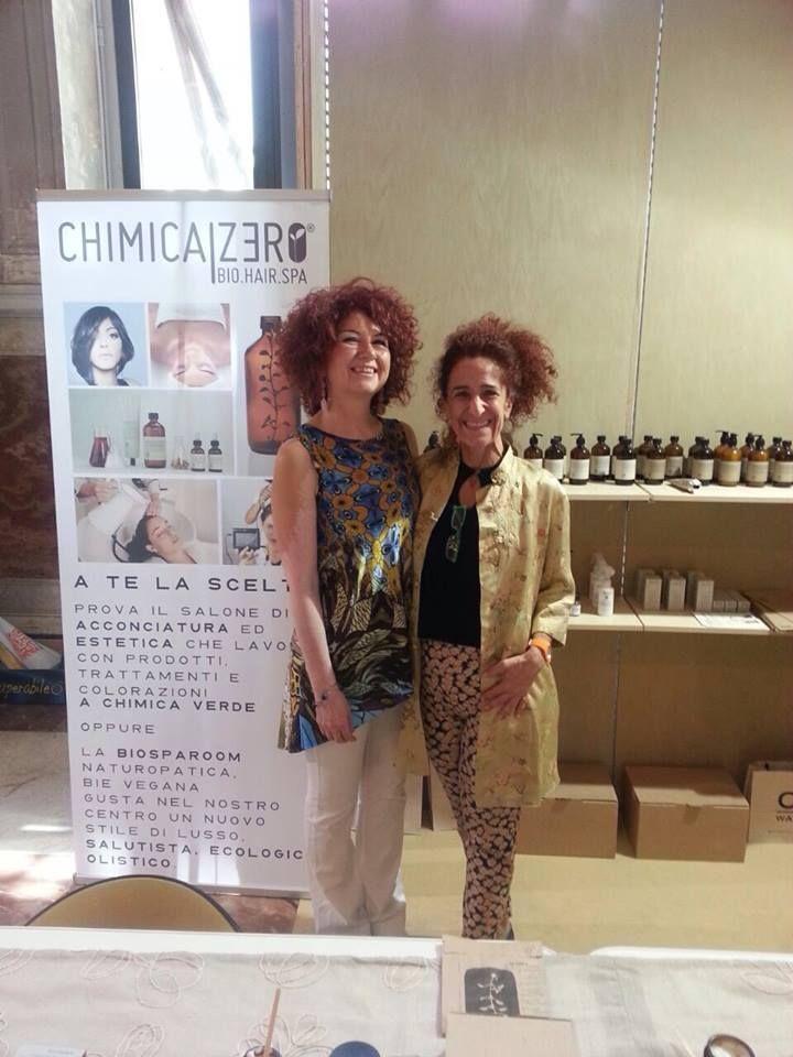 Simona Poggipolini e Paola Isabella Lenzi allo stand di Terra Equa. Per corpo e capelli siete in splendide mani!
