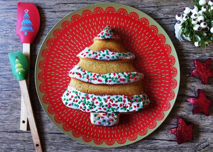 La cocina es una de las partes más entretenidas de la Navidad. Es perfecto para compartir con los más chicos de la casa, sobre todo cuando son entretenidas como este queque de Navidad con forma de pino.