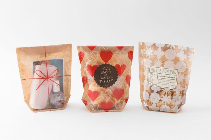 <片面透明ふくろ マチ付 (表面印刷)>厚みのある焼き菓子や、瓶、缶詰め、小さめのボトルなども入れることができるマチ付のラッピング袋です。中に入れたものが見えるように、前面は透明フィルム、後面は紙でできています。お菓子などの食品も入れられるポリエチレンのラミネート加工をしています。#chotto #clearfacedbag #片面透明ふくろマチ付(表面印刷) #食品ラッピング #wrapping
