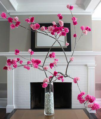 Te atreves con las manualidades??? Decora tu mesa de #primera #comunión con estas ramas de cerezo hechas con papel.