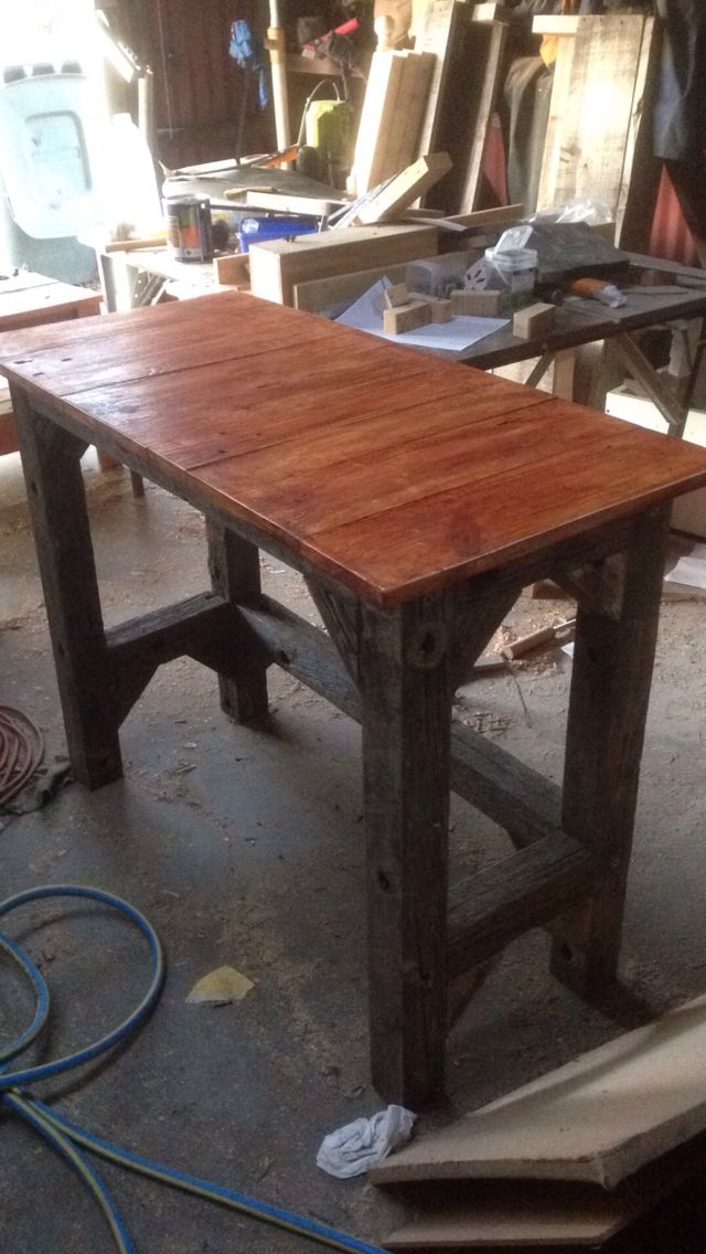 Cross arm and pallet wood table