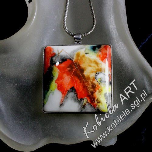 medalion / wisiorek  - z ręcznie malowanej  ceramiki oprawiony w  srebro -; więcej na www.kobiela.sgl.pl  - Bożena Kobiela