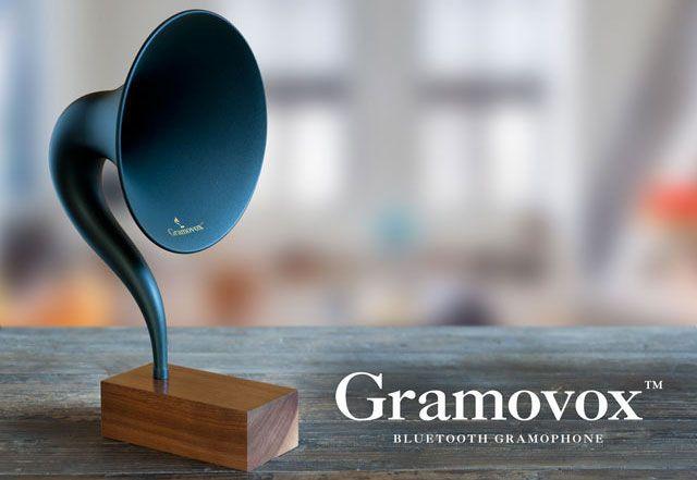 Gramovox, Gramofon Pertama di Dunia Teknologi Bluetooth. Gramofon sumber hiburan di rumah. Keluarga dan teman menyatu karena lagu, pidato dan drama radio.