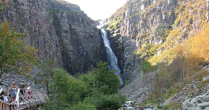 Schwedens höchster Wasserfall, zu Fuss ca. 2 km gut erreichbar