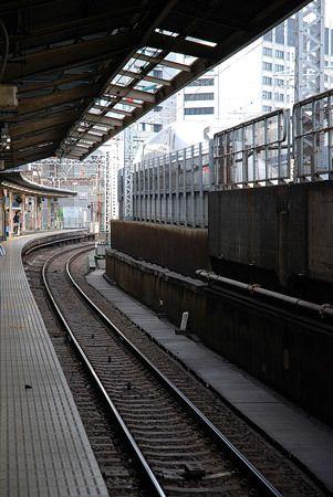 新幹線が1時間40分で走る距離。今から僕は、夜までの8時間をかけて旅をする。2014/10 JR東海道本線 新橋駅・品川駅~東京駅 JR東海道新幹線6158Aのぞみ158号東京行(700系)書評・・・・・新幹線の中で読んだら、その姿は様になるのだろうか。学びがある本、仕事に活かせる本、受け取るべき内容は確かにある。それを勉強になると思いながらも、どこかで実用性への直線的な存在に飽き飽きもしている自分もいる。『アップル 驚異のエク...