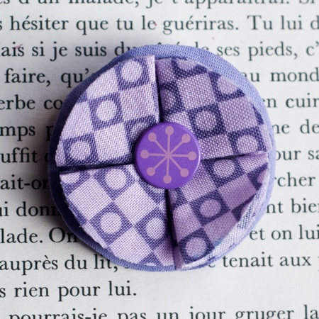 "1.7"" Fabric brooch 'Anaconda' - $13.30  #broche #brooch #tissu #fabric #peachbanana"