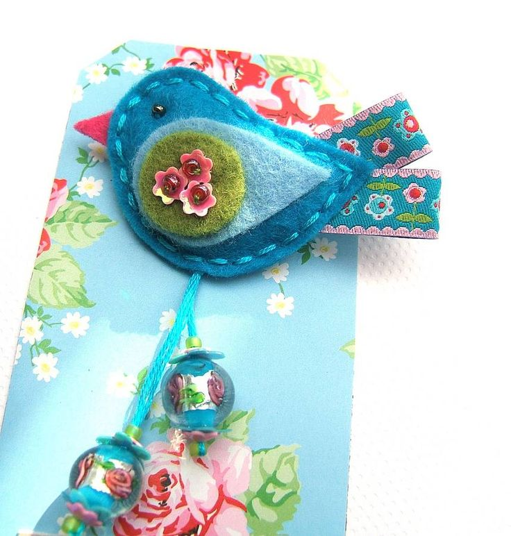 Cute little felt bird! I absolutely love the idea of using ribbon as the tail. I DO have lots of vintage ribbon!