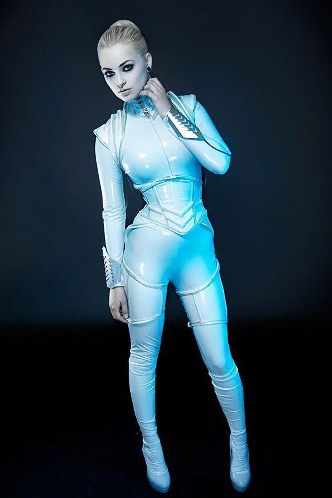 Amazing retro futuristic fashion http://vintageindustrialstyle.com/amazing-retro-futuristic-fashion/