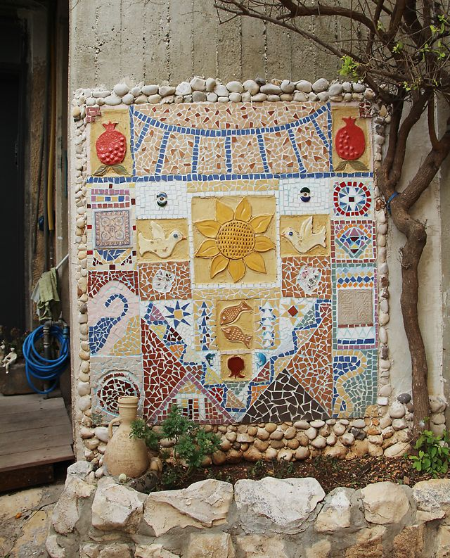 Garden mosaic on Creative Jewish MomBeautiful Mosaics, Art Tiles, Broken Tile, Garden Mosaics, Gardens Art, Mosaics Wall, Mosaics Creations, Beautiful Gardens, Gardens Mosaics