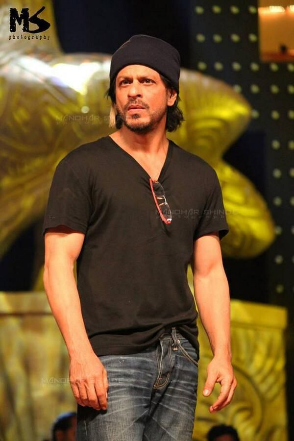 Embedded image permalink-Coolest and killer look SRK at LifeOK Screen Awards rehearsing moment.