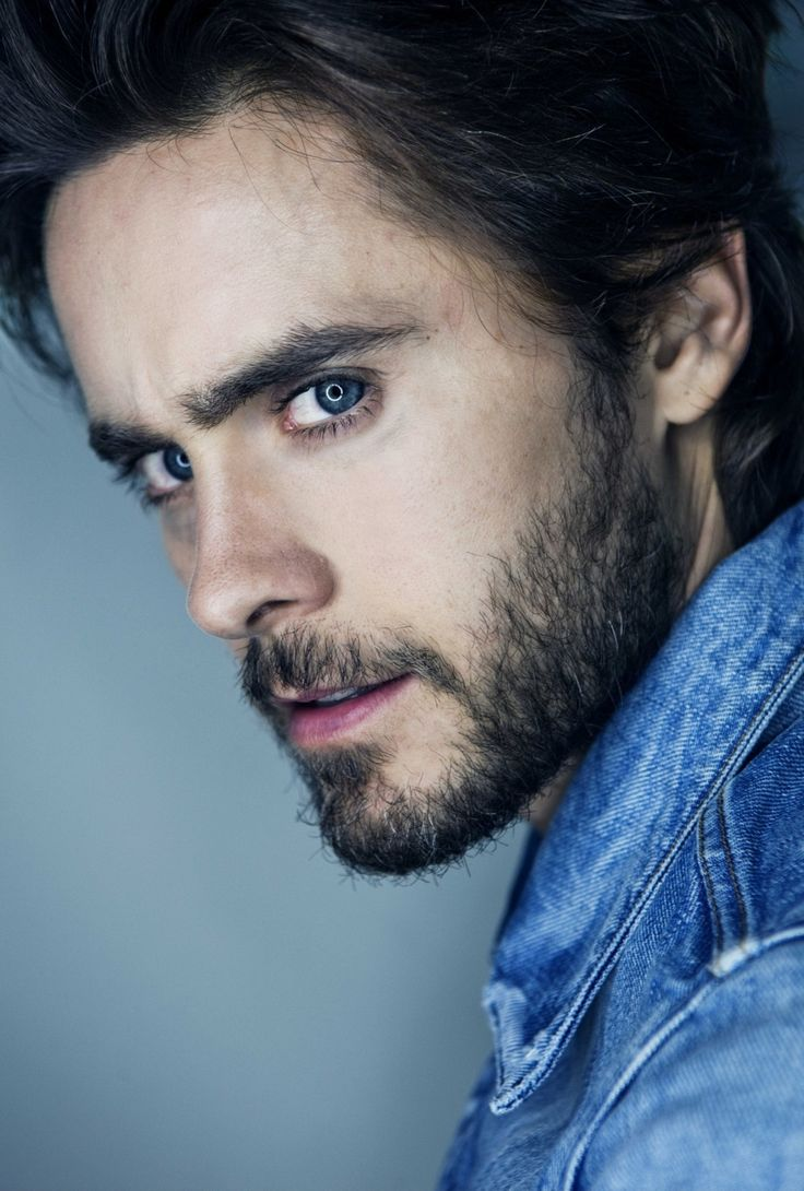 Jared Leto - 30 Seconds to Mars . The always epic sideways shot.