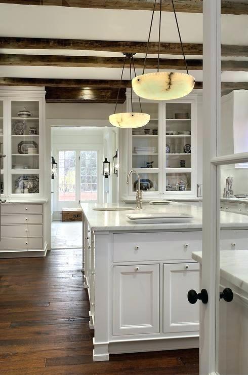 Holzbalken in der Küche #rustikaleküche #decke #integrieren ...