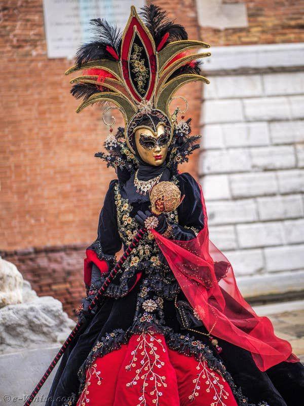 Carnaval De Venise Les Masques Et Costumes En 2020 Carnaval De Venise Costume Carnaval Carnaval